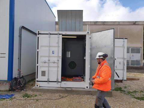 110 kW Compressor inside container