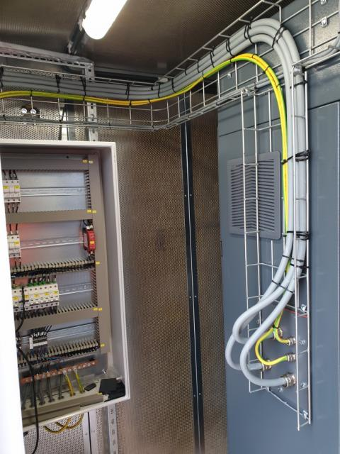 Electrical cabling of the compressor